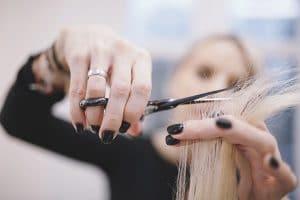 Šta trebate da znate pre nego što se odlučite da postanete frizer