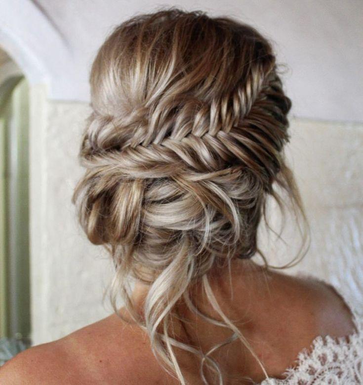 Frizura-za-venčanje-punđa-u-kombinaciji-sa-pletenicama