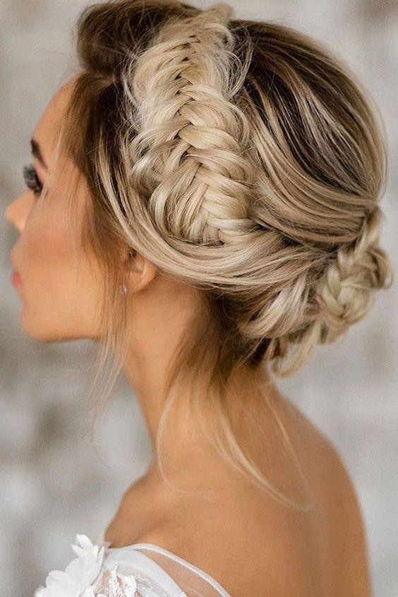 Izaberite frizuru za venčanje i svadbu