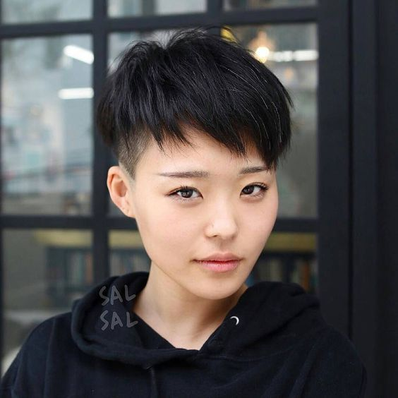 kratka-frizura-pečurka1